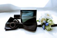 La boda hermosa viste para el novio y para el hombre de negocios Foto de archivo libre de regalías