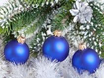 La bola azul marino del Año Nuevo. Aún-vida Imágenes de archivo libres de regalías