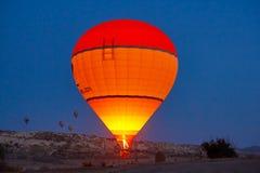La bola brillante se eleva en el cielo imágenes de archivo libres de regalías