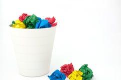 La bola de papel y recicla por completo el compartimiento Fotografía de archivo libre de regalías