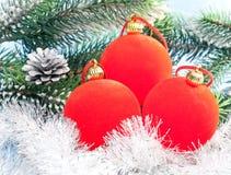 La bola roja de tres Años Nuevos Imagen de archivo libre de regalías