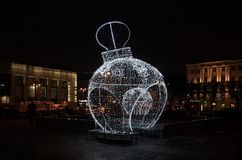 La bola y la joyería del Año Nuevo en la estación de Finlandia en Lenin ajustan Foto de archivo libre de regalías