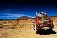 La Bolivie, l'horizontal, le désert de jeep et la montagne