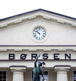 La bolsa noruega con la estatua Foto de archivo