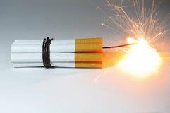 La bomba del cigarrillo está estallando. Imagen de archivo libre de regalías