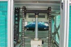 La bombola del sistema pneumatico sulla linea di produzione nella stanza pulita Immagine Stock Libera da Diritti