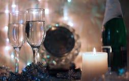 La bonne année et le Joyeux Noël dénomment l'horloge de minuit de carte Photographie stock