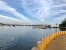 La bonne atmosphère à la bouche de l'estuaire photos stock