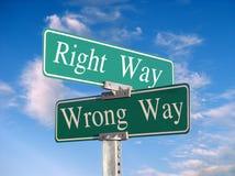 La bonne voie ou voie fausse Images libres de droits