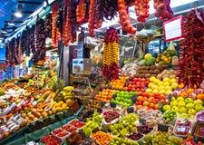 La Boqueria, frukter. Världen berömda Barcelona marknadsför Arkivfoton
