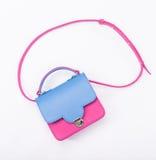 La borsa della donna rosa e blu isolata su bianco Fotografia Stock Libera da Diritti