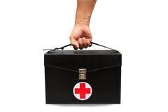 La boîte de kit de premiers secours à l'arrière-plan blanc ou au fond d'isolement, cas d'urgence a utilisé la boîte d'aide pour l Photos libres de droits