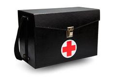 La boîte de kit de premiers secours à l'arrière-plan blanc ou au fond d'isolement, cas d'urgence a utilisé la boîte d'aide pour l Photographie stock