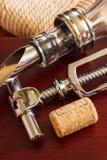 La botella con los accesorios del sacacorchos y del vino Fotografía de archivo libre de regalías