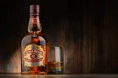 La botella de Chivas Regal 12 mezcló el whisky escocés Foto de archivo libre de regalías