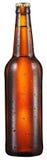 La botella fría de cerveza con agua condensated cae en ella imagenes de archivo