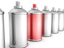 La bottiglia rossa della vernice di spruzzo può in folla bianca Fotografie Stock Libere da Diritti