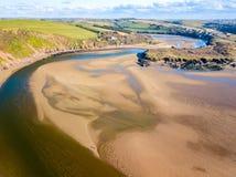 La bouche de la rivière Avon chez Bantham, Devon, R-U image libre de droits