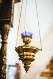 La bougie d'église pour la méditation et prient Photographie stock libre de droits