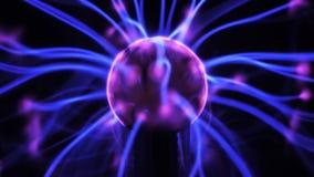 la boule du plasma 4K avec de l'énergie mobile rayonne à l'intérieur banque de vidéos