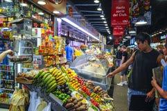 La Bouqueria Foodmarket i Barcelona Arkivbild