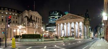 La bourse des valeurs royale à Londres par nuit Images libres de droits