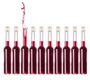 La bouteille de vin restent à l'extérieur de la foule Images libres de droits