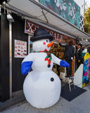 La boutique de Japonais se prépare à Noël Photographie stock libre de droits