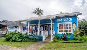 La boutique et les sarongs de plage de danse polynésienne font des emplettes dans Hanalei Photographie stock libre de droits