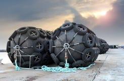 La boya de goma del flotador de la protección grande de la nave Fotos de archivo