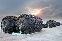 La boya de goma del flotador de la protección grande de la nave Fotografía de archivo