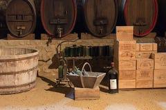 LA BREDE, FRANCIA - 21 LUGLIO 2018: Cantina nel castello feudale di de La Brede del castello nel dipartimento di Gironda fotografia stock libera da diritti