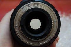 La bride d'un F-mountlens, y compris le levier d'ouverture et les contacts d'unité centrale de traitement photos stock