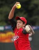 La brocca degli uomini di softball di Fastpitch lancia Fotografia Stock Libera da Diritti