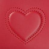 La broderie dans la forme de deux coeurs a niché dans l'un l'autre, sur la goupille Image libre de droits