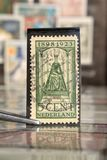 La brucelles juge le timbre-poste imprimé par les Pays-Bas sur des chefs d'Etat de sujet, montre la Reine Wilhelmina image stock