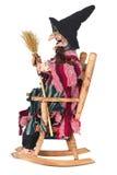 La bruja que se sentaba en silla de oscilación aisló Fotografía de archivo libre de regalías