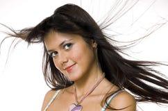 La brune avec dans des cheveux de vol Image libre de droits