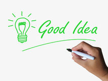 La buena idea y la bombilla indican ideas brillantes y Imagen de archivo libre de regalías