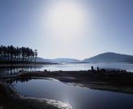 La Bulgaria - supporto Rodopi - lago immagini stock