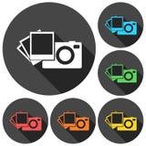 La cámara con los iconos de las fotos fijó con la sombra larga Fotos de archivo