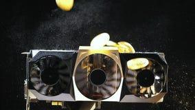 La cámara lenta que baja en monedas de los refrigeradores pertenece al cryptocurrency almacen de metraje de vídeo