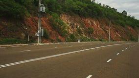 La cámara se mueve a lo largo de Asphalt Road Past Rocky Hill metrajes