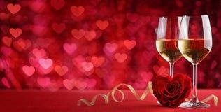 La célébration avec du vin et a monté Image stock