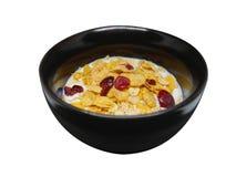 La céréale de petit déjeuner organique croustillante et saine s'écaille avec le drie rouge Photographie stock