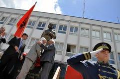 La cérémonie a découvert le monument Adem Jashari dans la place dans Dragash photographie stock libre de droits