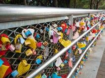 La cérémonie de clé d'amour au parc de Yongdusan à Busan, Corée Photos libres de droits
