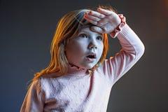 La cólera y la muchacha adolescente sorprendida Foto de archivo libre de regalías