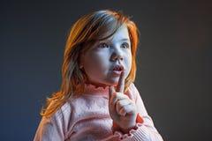 La cólera y la muchacha adolescente sorprendida Fotografía de archivo libre de regalías