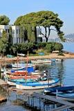 La Côte d'Azur - les bateaux s'approchent du quai Image libre de droits